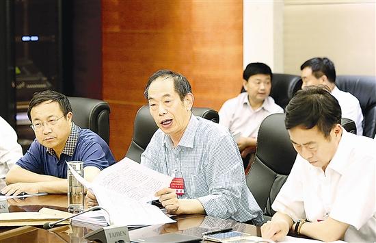 市政协委员分组讨论法检两院工作报告