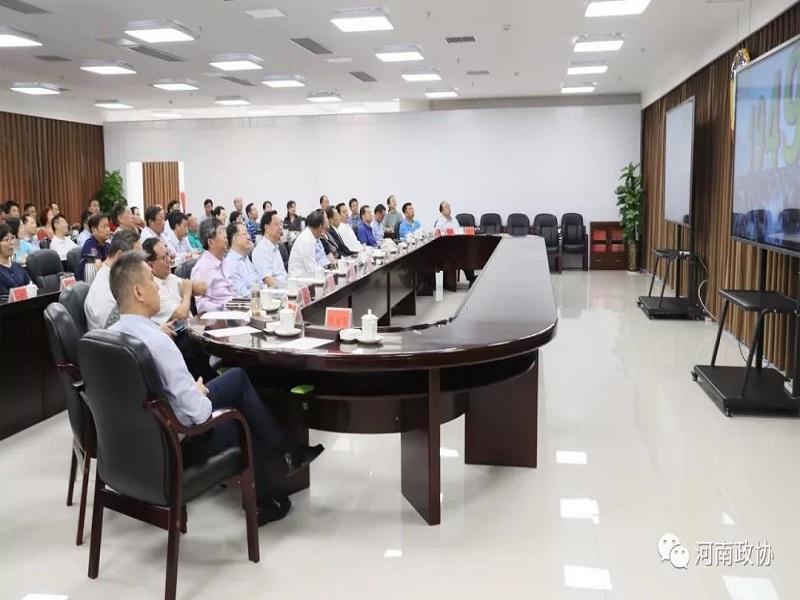 省政协主席刘伟在省委机关参加集中收听收看实况直播